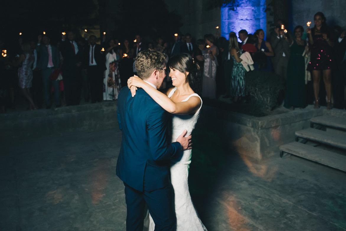 Boda Will Marsala - Lydia y Ben Monasterio de Lupiana en Guadalajara, boda inglesa, primer baile